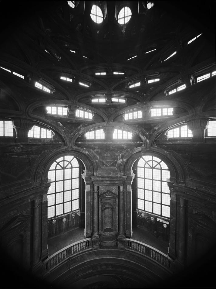 Forte controluce nella Cappella della Sacra Sindone, primi anni '90 - Fotografia di Giorgio Jano