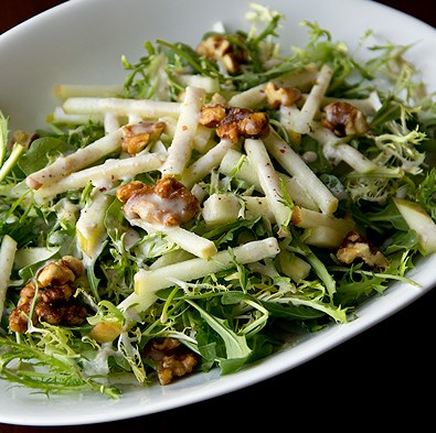 Honey Crisp Apple Salad w/ Candied Walnuts and Spiced Cider Vinaigrette! #vegetarian #foodrecipe