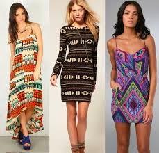 0aee63b1413ea Biraz vahşi ve özgür, biraz country tarzı, biraz Meksikalı-biraz Afrikalı  bir hava taşıyor etnik desenli elbise modelleri; biraz Hindistan esintisi,  ...