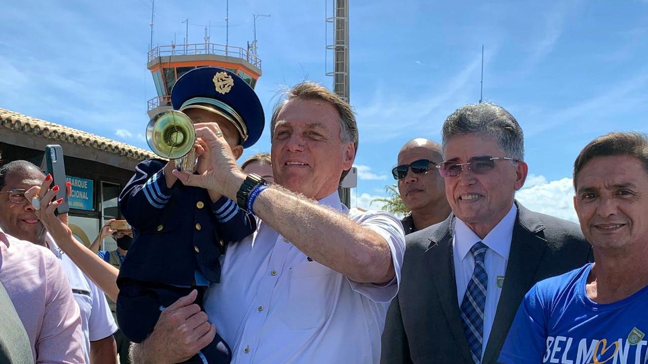 Em Porto Seguro, Bolsonaro assina MPs pra negociação de dívidas de empreendedores