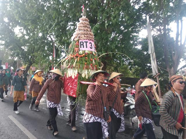 Semarak Kirab Budaya Apem Sewu Di Surakarta