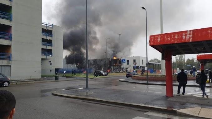Piccolo aereo si schianta sopra una palazzina nel Milanese, morte 8 persone