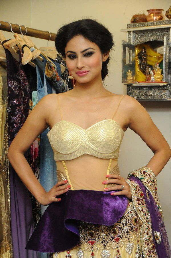 Mouni Roy Full Hd Photo Gallery Images - Cap-9506