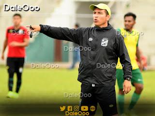 Raúl Gutiérrez dirigió la práctica de fútbol de Oriente Petrolero en Luján - DaleOoo