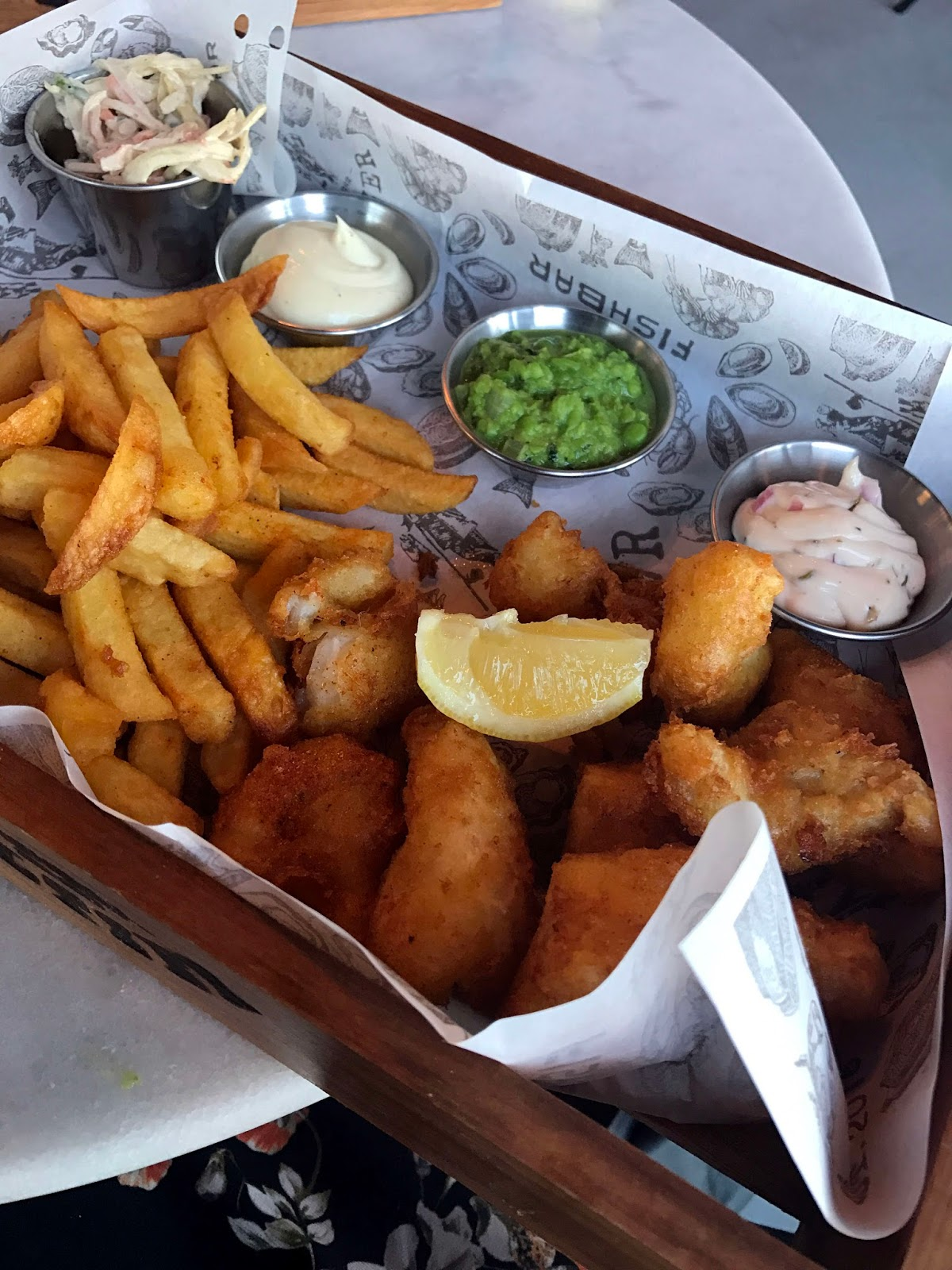 Stitch & Bear - Amsterdam - Fish & chips at Fishbar Saltzer