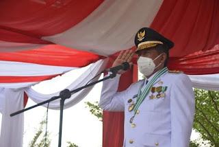 Perdana Wakil Gubernur Jambi Bertindak Irup Penurunan Merah Putih HUT Kemerdekaan RI Ke 76