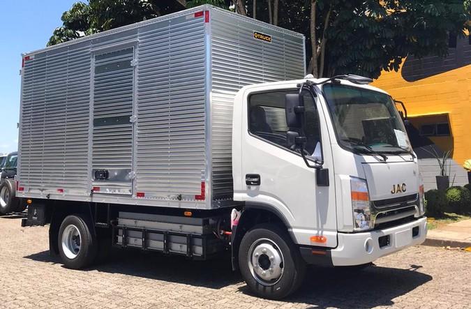 4TRUCK fecha parceria com a TB Serviços e é a pioneira na implementação de caminhões elétricos