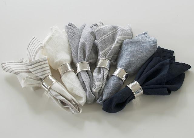 Linneservetter i vitt, blått och grått. Made in EU.