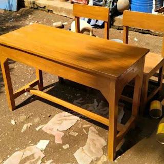 Meja sekolah dibanten
