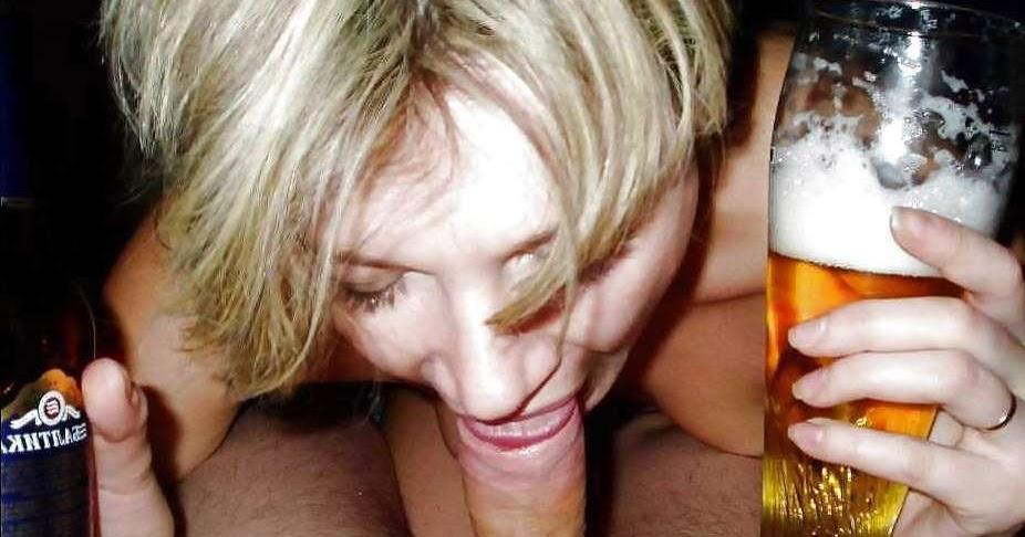 Её трахают а она смеется и пет пиво