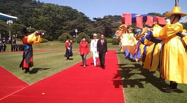 Tiba di Blue House, Jokowi Disambut Pengawal Tradisional Korea