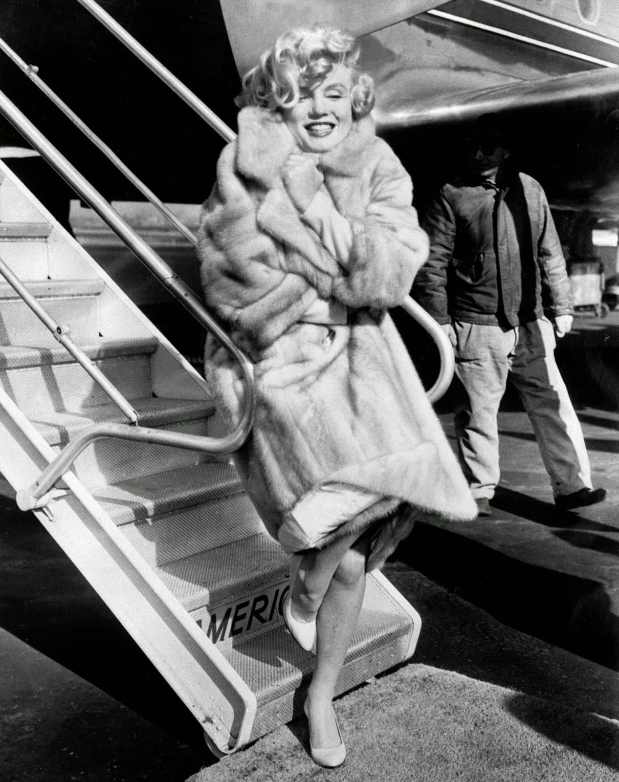 Marilyn-Monroe-Going-to-Chicago-Premiere-Some-Like-It-Hot