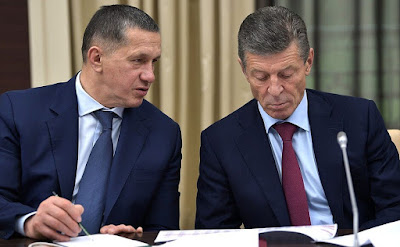 Deputy Prime Minister and Presidential Plenipotentiary Envoy to the Far Eastern Federal District Yury Trutnev and Deputy Prime Minister Dmitry Kozak prior to the meeting with Government members.
