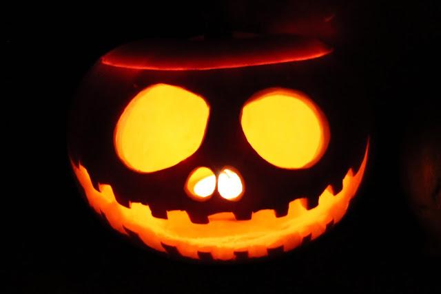 DIY, Basteln: Halloween Kürbis schnitzen in Herbstdekorazion und Halloween - DIYCarinchen