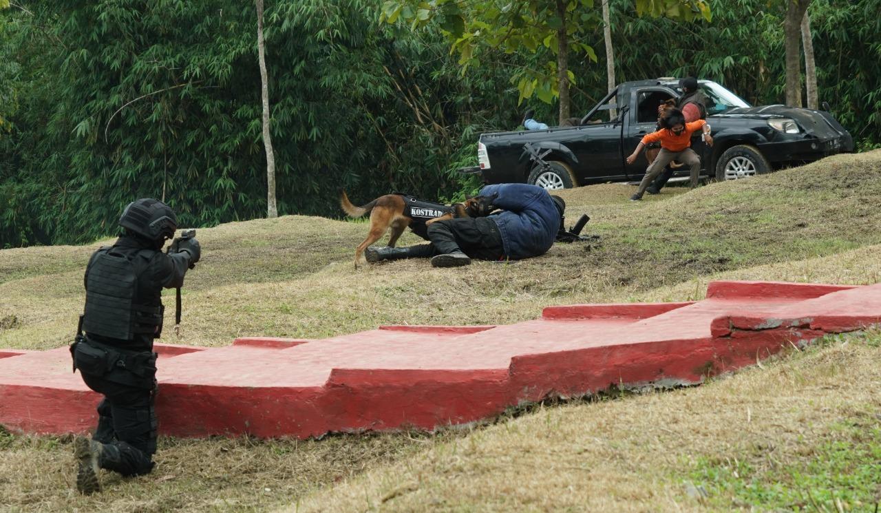 Kaskostrad Tutup Latihan Pembentukan Taipur VIII Kostrad di Purwakarta