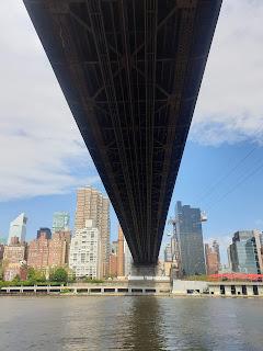 מתחת לגשר