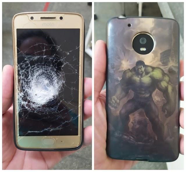 Celular com capinha do 'Hulk' impede que homem seja atingido por tiro