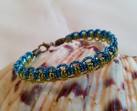http://auratreasury.blogspot.ca/2015/12/diy-how-to-make-friendship-bracelets.html