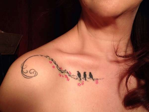 Best Collar Bone Tattoos For Women