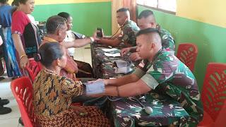 Perkokoh Kemanunggalan TNI - Rakyat, Satgas Yonif Raider 142/KJ Menggelar Bakti Sosial di Tapal Batas