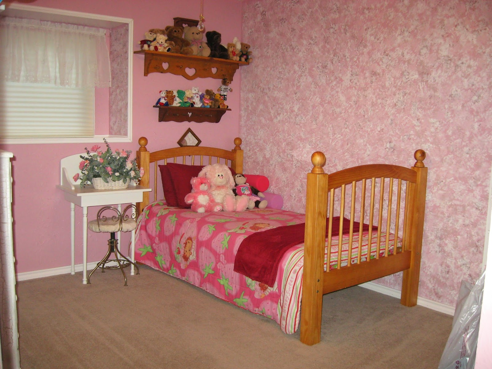 Little Girls Vanity Table And Chair Curb Alert Little Girl 39s Vanity And Chair Makeover