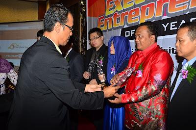 http://obyektif.com/semarang-guide/view/2015/06/02/penghargaan-entrepeneur-award-2015