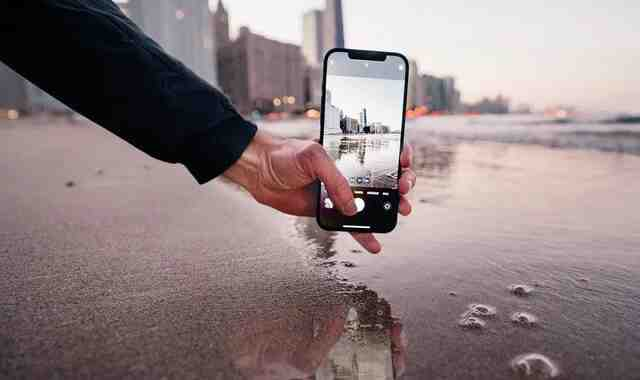 4 tips to help you take professional photos and record videos on iPhone