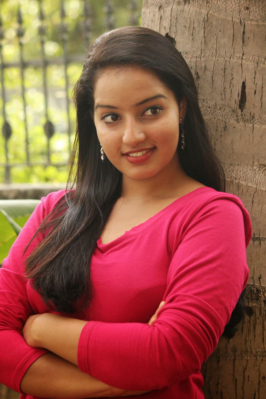 Hot Photos of Malayalam Actress Malavika Menon - idnsek