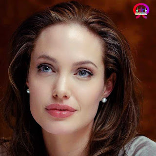 ما الذي يجعل انجلينا جولي جميلة ؟