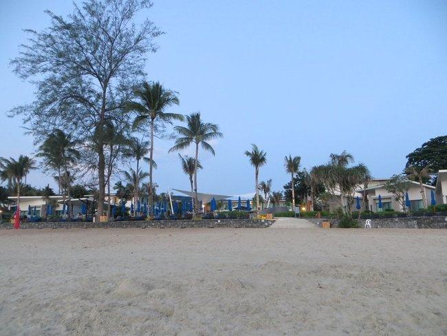 Отель у берега моря