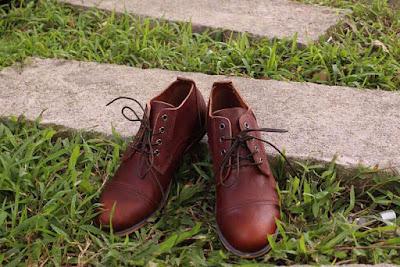 So sánh 2 kiểu shop bán giày da nam Hà Nội