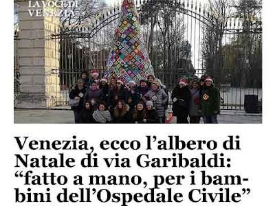 L'albero di Natale in Via Garibaldi