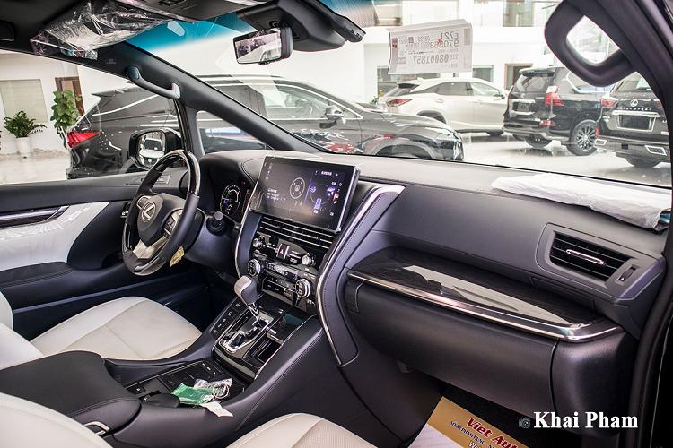 Cận cảnh Lexus LM300h 2020 hơn 10 tỷ đồng tại Hà Nội