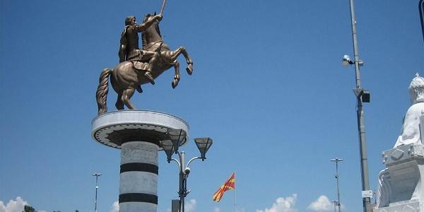 Έρχονται εξελίξεις: Οι Σκοπιανοί γκρεμίζουν τα αγάλματα της «μακεδονικής» ιστορίας και ο Π.Καμμένος βλέπει σύντομα λύση