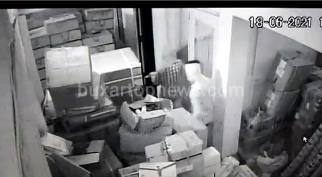 वीडियो: गन पॉइंट पर व्यवसायी से साढ़े छह लाख की लूट, कैमरे में कैद हुई वारदात ..
