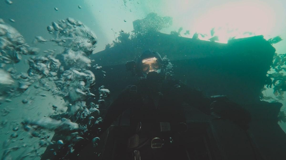 Первые кадры подводного хоррора The Deep House про блогеров и маньяка - 02