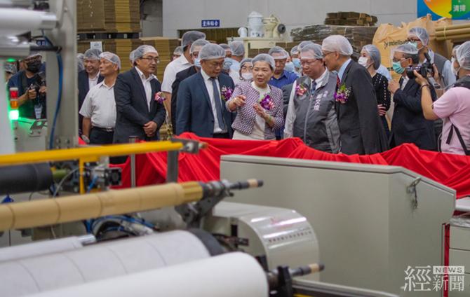 台灣首座 100%國產熔噴布新機正式啟用