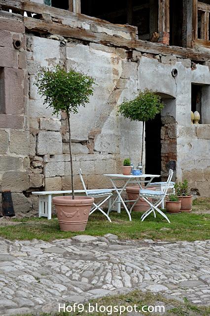 hof 9 tada ein neues dach eine oase und ein neues altes pflaster. Black Bedroom Furniture Sets. Home Design Ideas