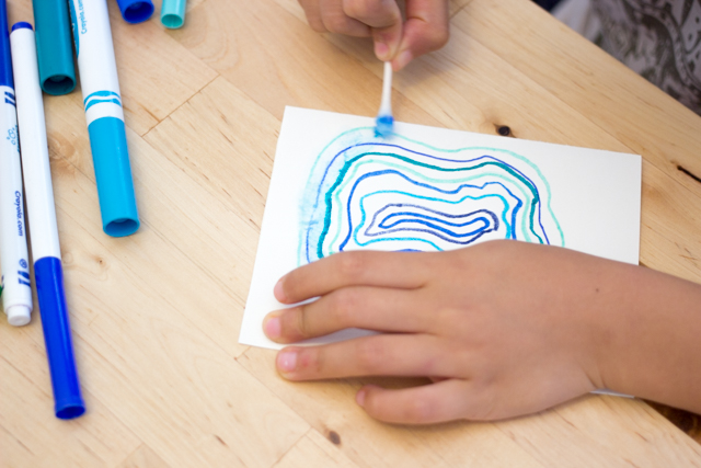 "How to ""paint"" agate geodes with kids- super easy art idea that doesn't require any water colors!"