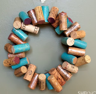 http://translate.googleusercontent.com/translate_c?depth=1&hl=es&rurl=translate.google.es&sl=en&tl=es&u=http://www.sheknows.com/living/articles/1003753/diy-painted-wine-cork-wreath&usg=ALkJrhipnlRJHnnIg8l51TSa0bmMq5g8hQ