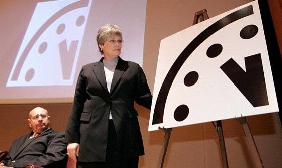 """العلماء يقدّمون عقارب """"ساعة القيامة"""""""