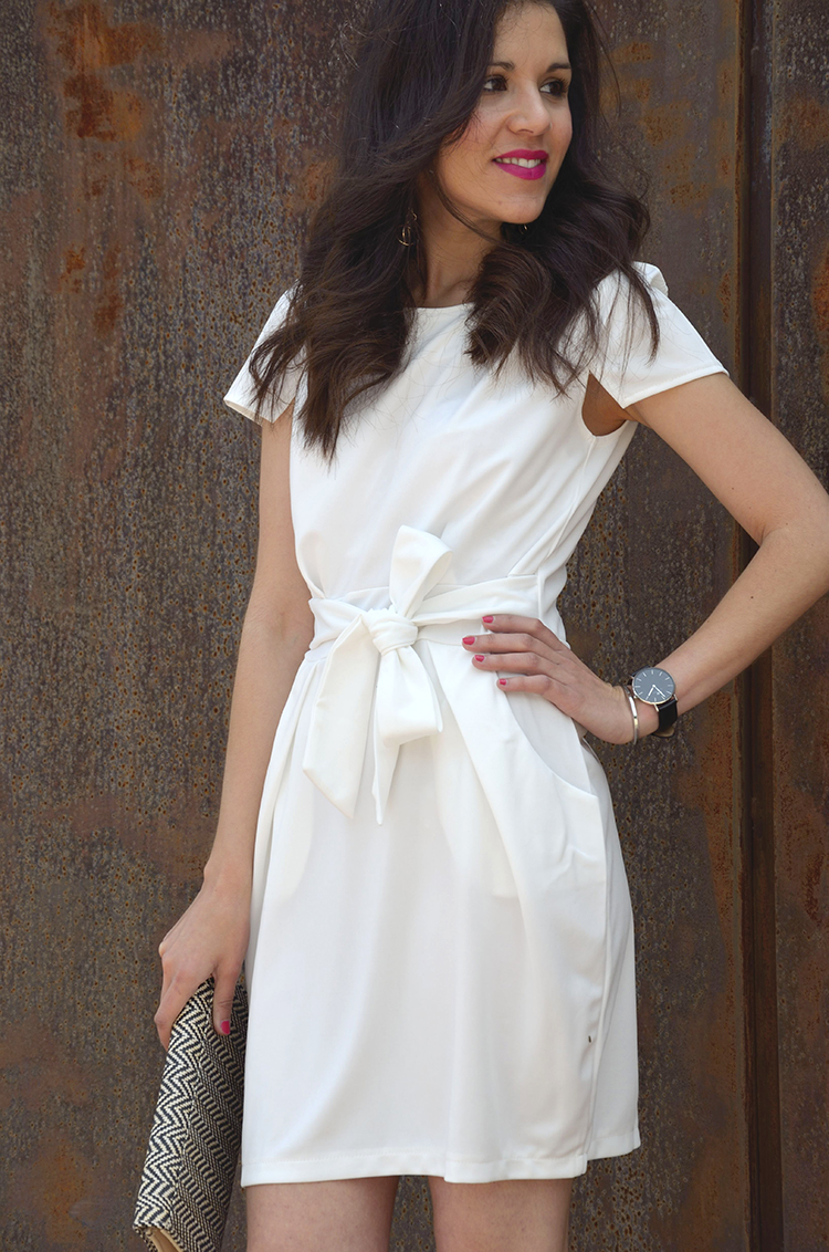 white-dress-fucsia-stilettos-look-vestido-blanco-spring-summer-trends-gallery-outfit