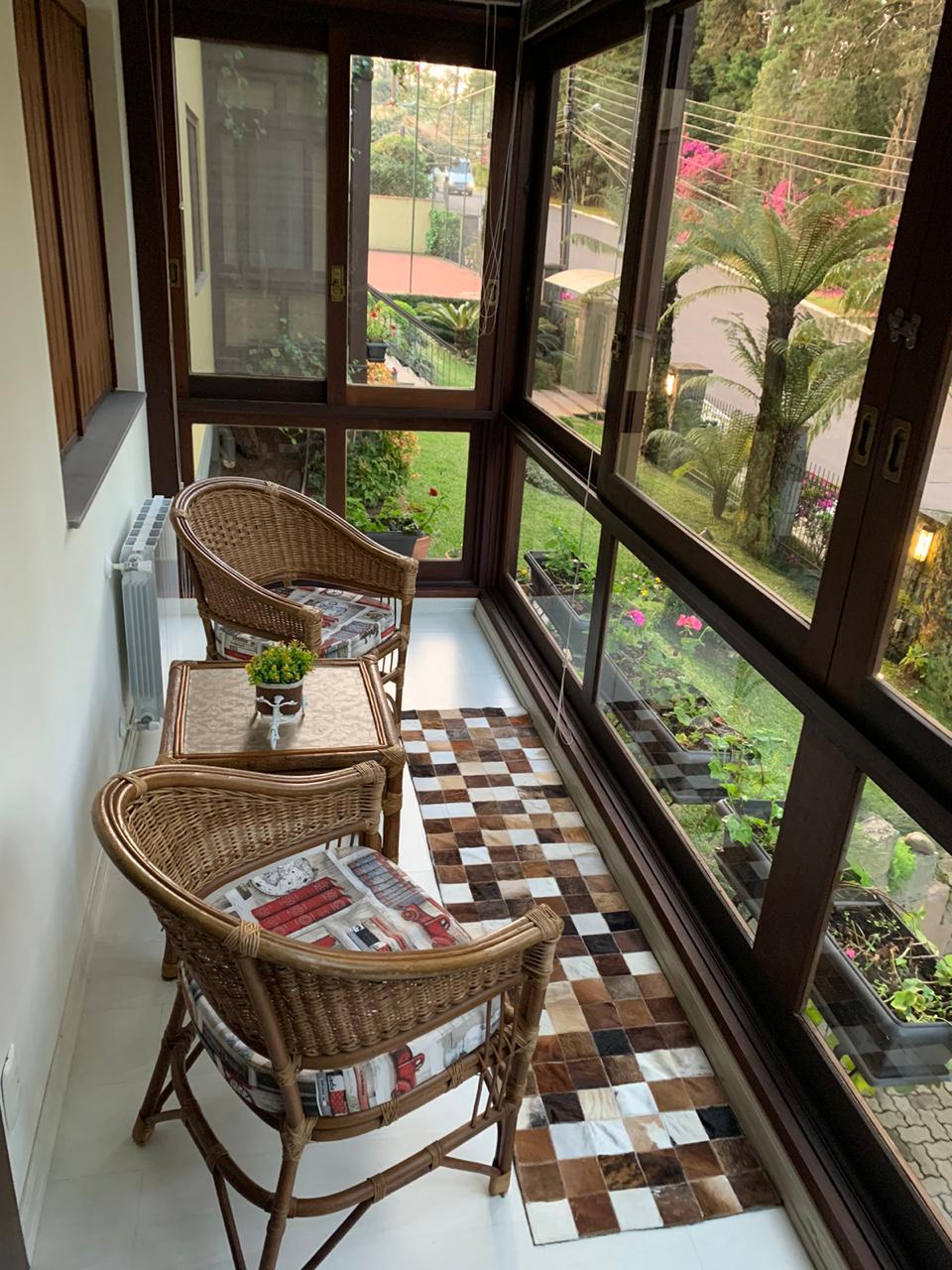 Sacada linda em apartamento para temporada em Gramado