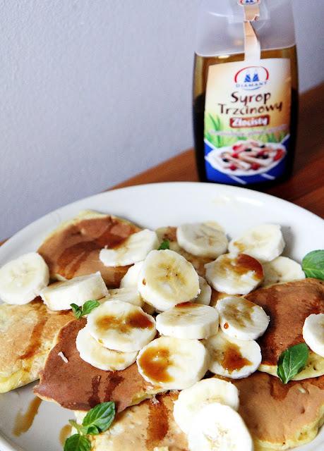 Bananowe placuszki z syropem trzcinowym