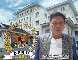 Pelaksana Harian Sekretariat Dewan Perwakilan Rakyat Daerah (DPRD) Provinsi Maluku Boedoewin Wattimena menyampaikan Rancangan Peraturan Daerah (Ranperda) usul Pemerintah Daerah dan DPRD periode tahun 2014 - 2019.
