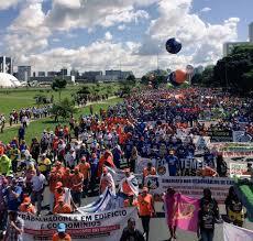 A manifestação continua pacificamente em Brasilia em 24 de maio de 2017. foto: CPERS/Sindicato
