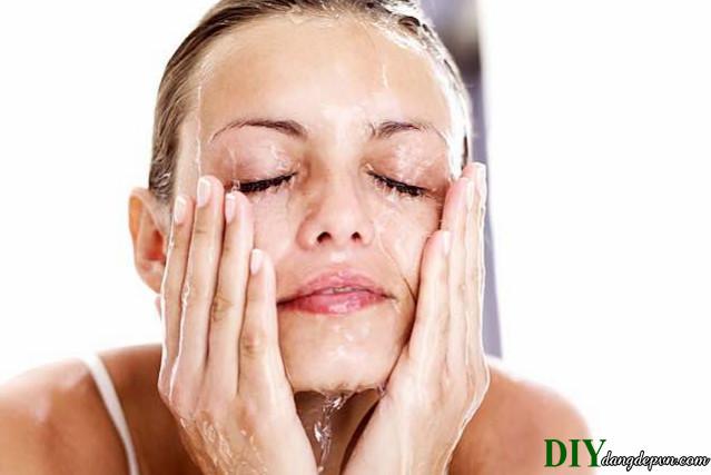 Tự làm kem rửa mặt cho da nhạy cảm thật dễ dàng