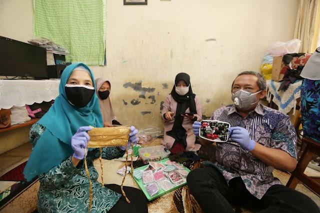 "Yana Tinjau Kegiatan Gotong Royong ""Sabandung"", di Gede Bage Kota Bandung"