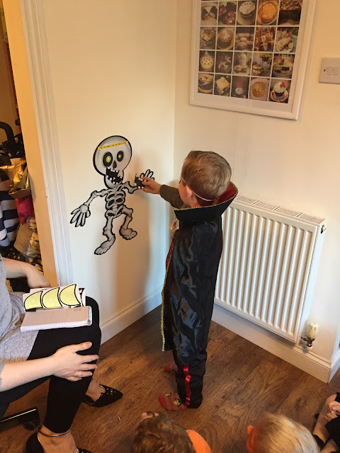 Pin the Smile on the Skeleton game from Party Pieces