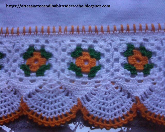 Pano de Prato Com Bico de Crochê Com Flores